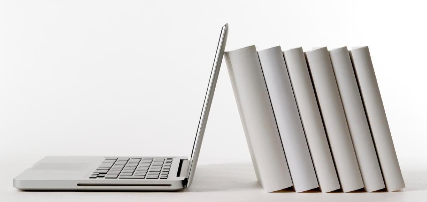 noutbuk-i-knigi-laptop-and-books